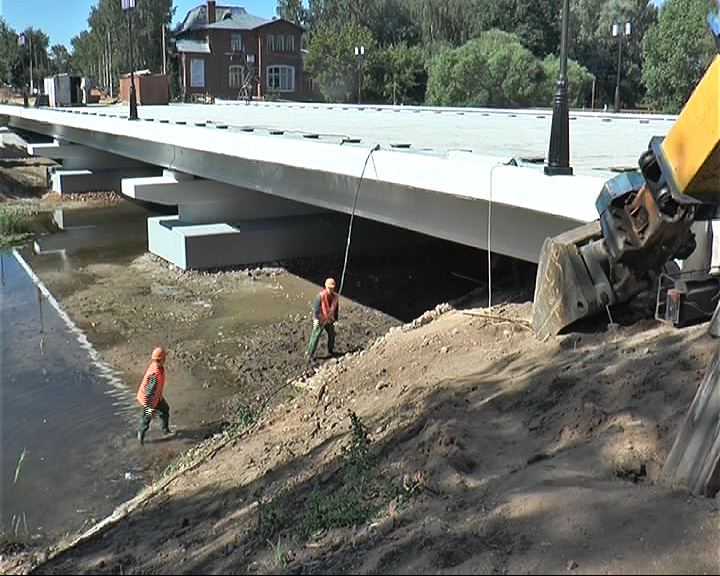 Завершено строительство конструкций нового моста через реку Трубеж