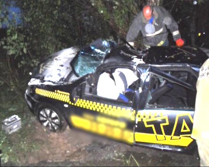 Водитель такси от полученных травм скончался на месте
