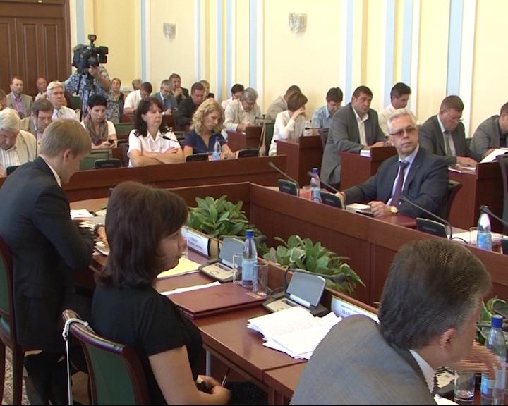 Межнациональные отношения и инвестполитика, темы заседания правительства области.