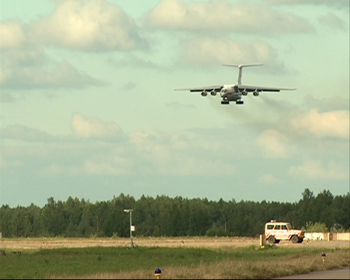 В аэропорту Туношна сегодня вечером принимали очередной Ил-76