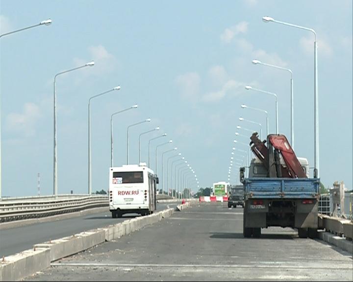 На Октябрьском мосту изменилась схема движения