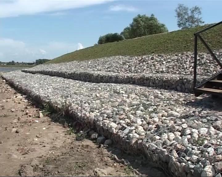 На реке Сога в Пошехонье заканчивается строительство новой дамбы
