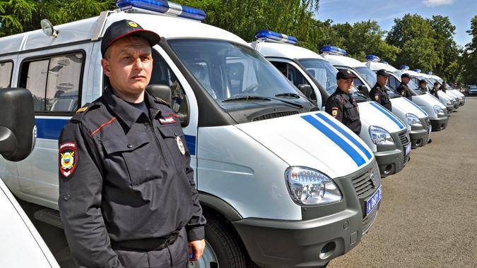 Ярославским полицейским вручили новые автомобили