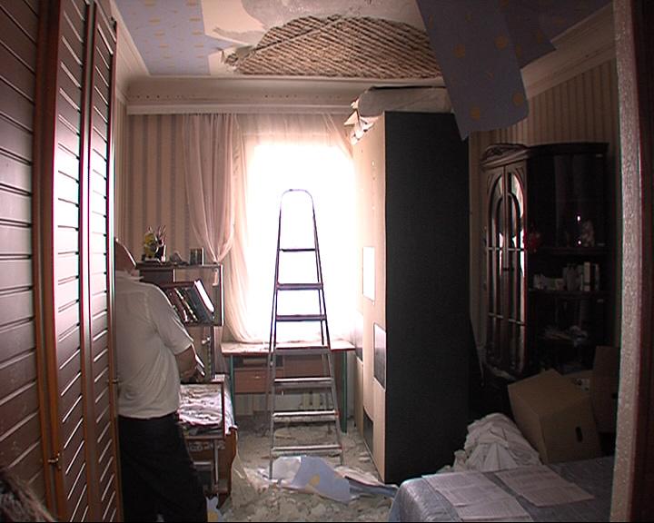 Потолок едва не рухнул на голову 11-летнего мальчика