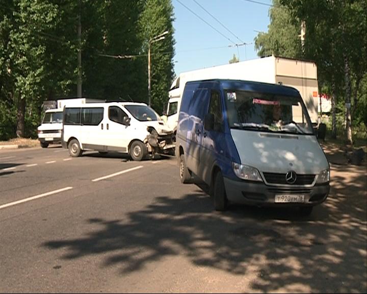 ДТП стало причиной дневной пробки на Полушкиной роще