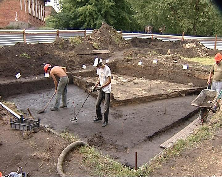Свой профессиональный праздник археологи встречают на своем рабочем месте