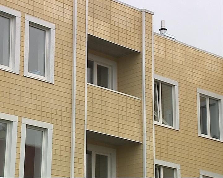 Соседи уверены: девушка скинула свою дочь с балкона