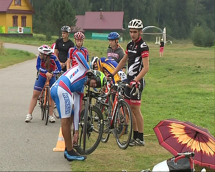 В Демино сегодня стартовала велогонка среди любителей и профессионалов в категории «Шоссе»