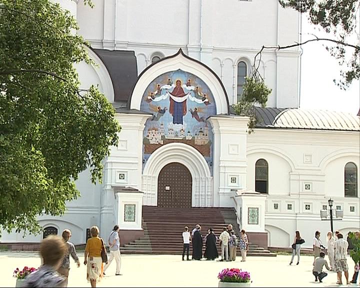 Освятили икону, установленную над северными вратами Успенского собора