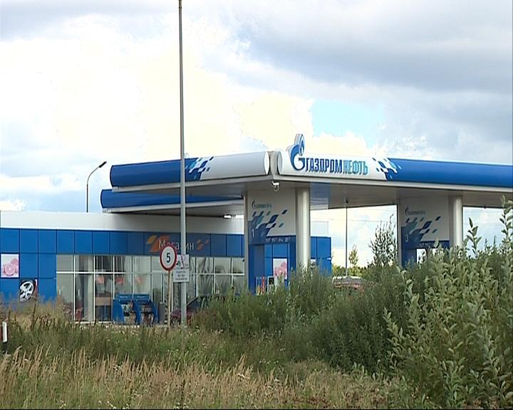 Два бандита в масках ограбили автозаправочную станцию