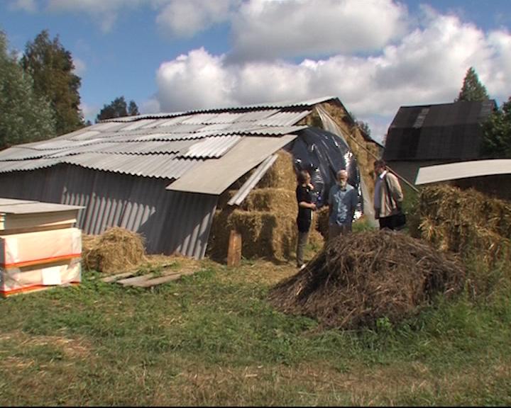 Ученые из поселка Борок строят дом из соломы