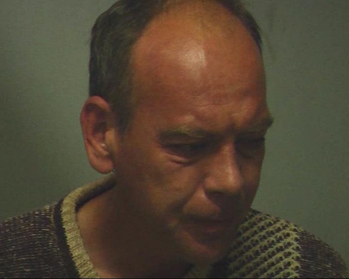 44-летний мужчина разгуливал по подъезду с обрезом в руках
