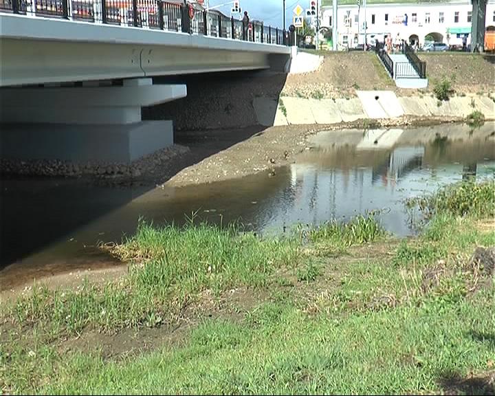 После ремонта моста река Трубеж обмелела и фактически поменяла русло