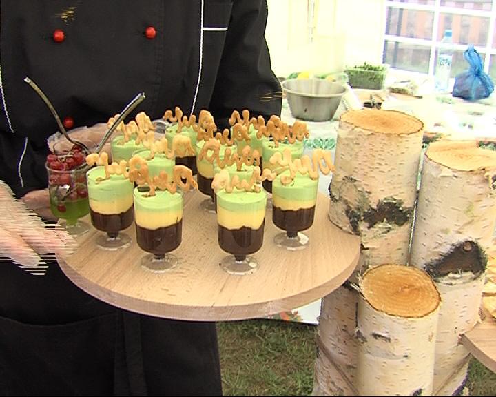 После праздничной службы состоялся фестиваль постной кухни и прошла выставка мастеров