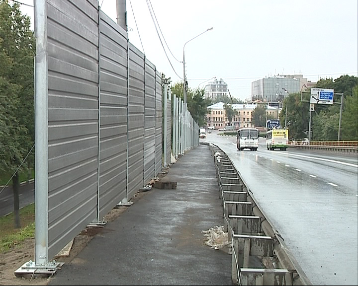 На мосту устанавливают шумоизоляционные экраны