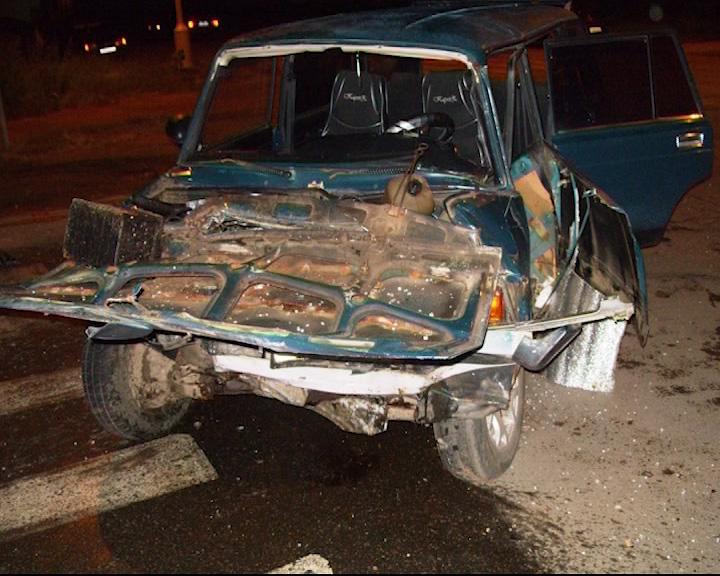 Ночью в Угличе столкнулись два «жигуленка»: трое пострадавших