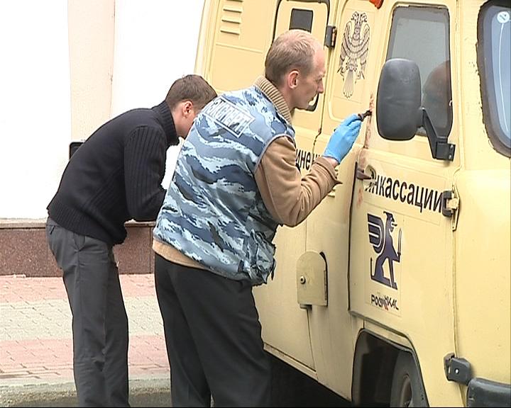 В центре Ярославля напали на инкассаторскую машину