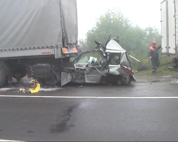 Страшная авария на трассе Ярославль-Углич: машина погибшего оказалась зажата под «МАНном»