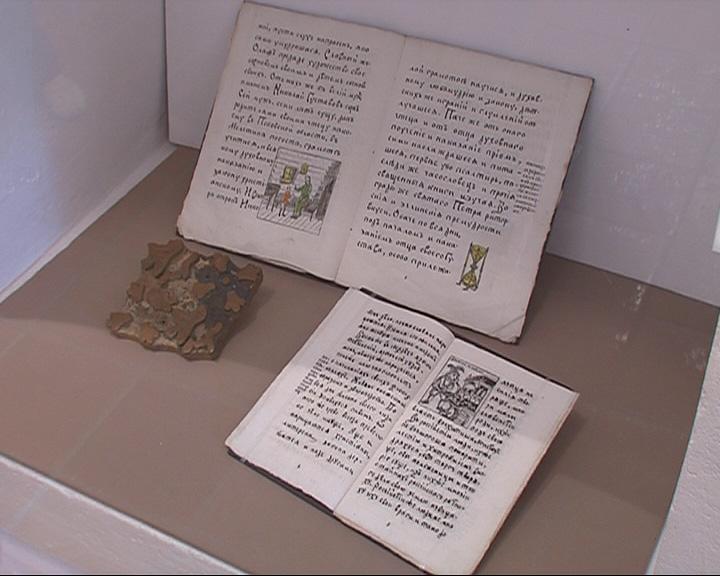 Открылась экспозиция петербуржской художницы «ЗаПечатленное Слово»