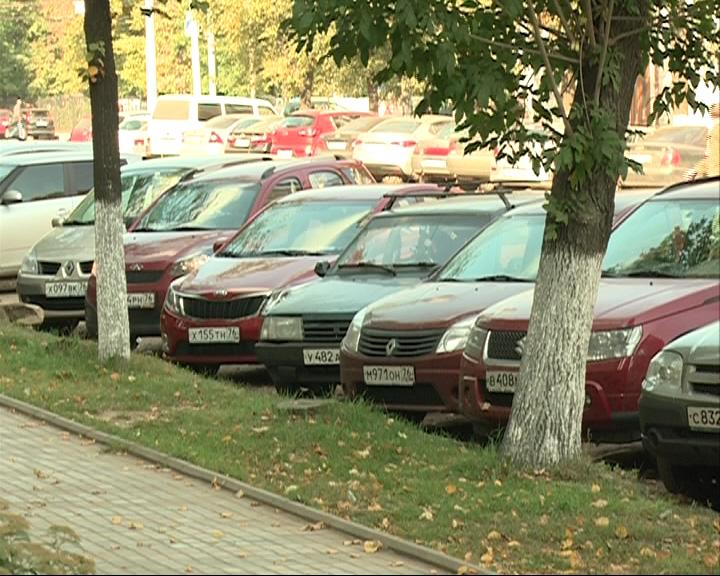 Россия в ответ на санкции может запретить ввоз из-за границы импортных автомобилей и одежды
