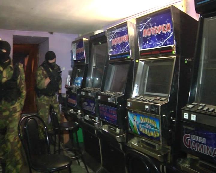 Много игровых автоматов