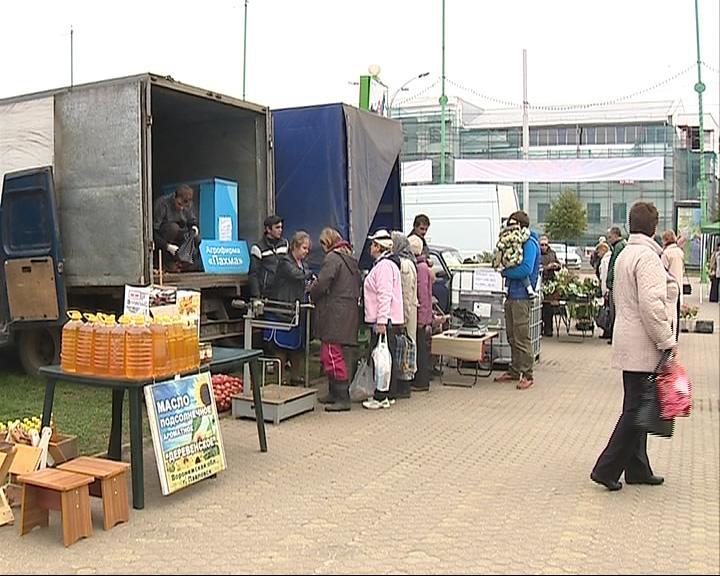 На площади Юности вновь проходит ярмарка «Покупай ярославское»