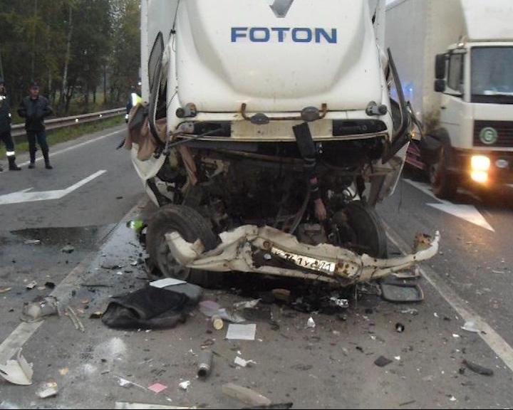 От удара кабину «Фотона» смяло в гармошку: водитель скончался до приезда «скорой помощи»