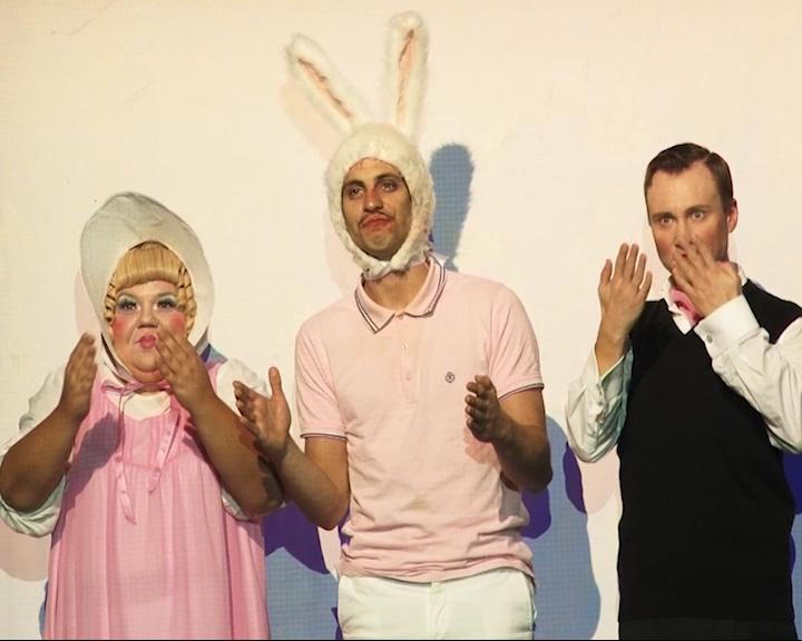 МХТ им. Чехова представил одну из своих последних премьер - спектакль «Удивительное путешествие кролика Эдварда»