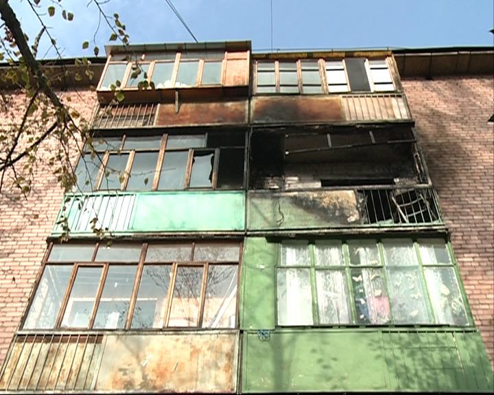 В одном из домов по улице Свердлова загорелся балкон
