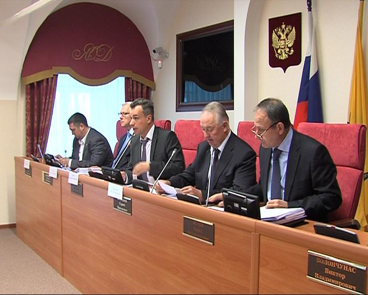 Бюджетный комитет Думы сегодня рассматривал поправки в областной закон о бюджете