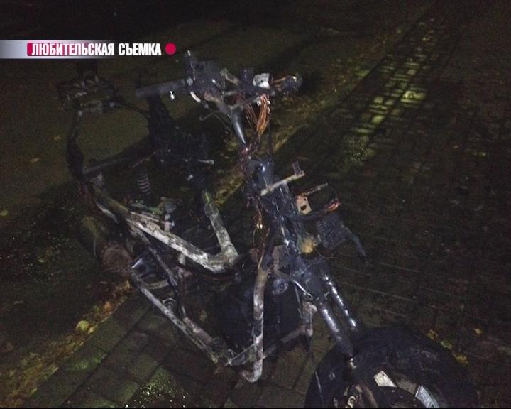 На проспекте Ленина в Ярославле сгорел скутер