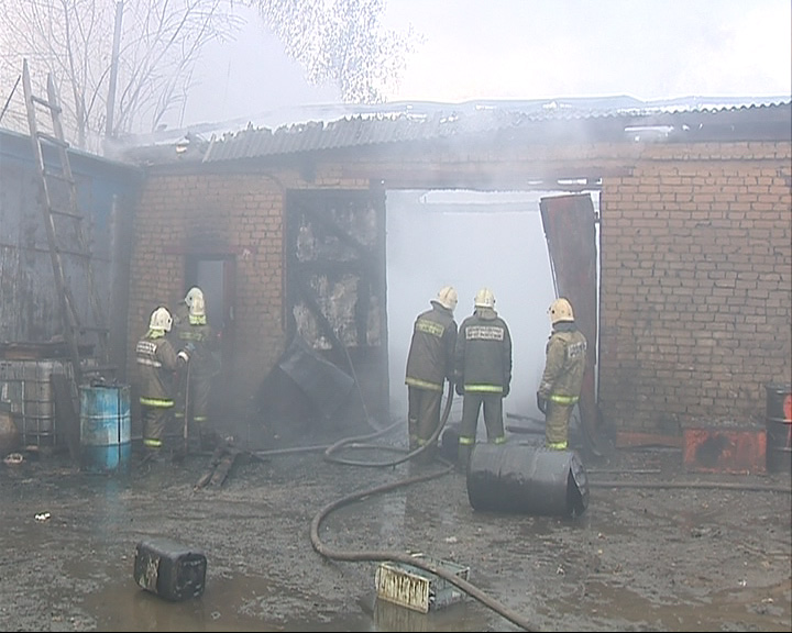 Во Фрунзенском районе Ярославля горели склады с топливом