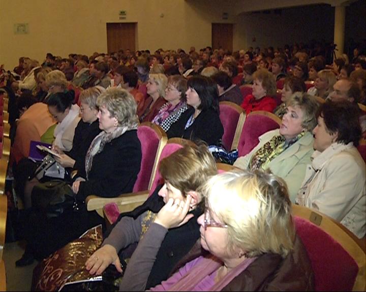 Сотни педагогов и директоров образовательных учреждений со всей области встретились сегодня на ежегодном открытом педагогическом совете