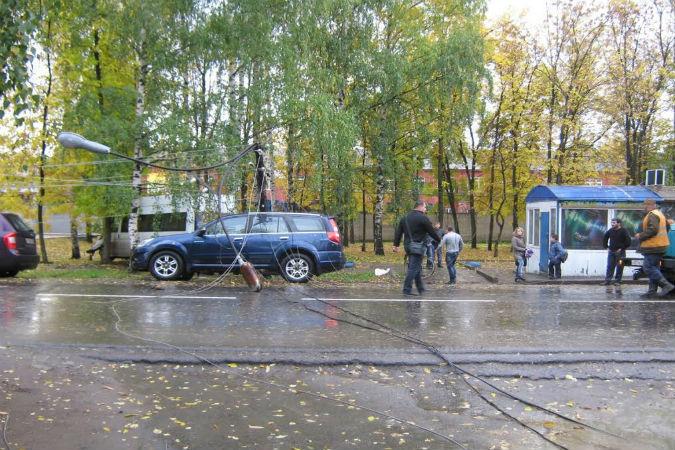 В Ярославле маршрутка №80 протаранила опору электроосвещения