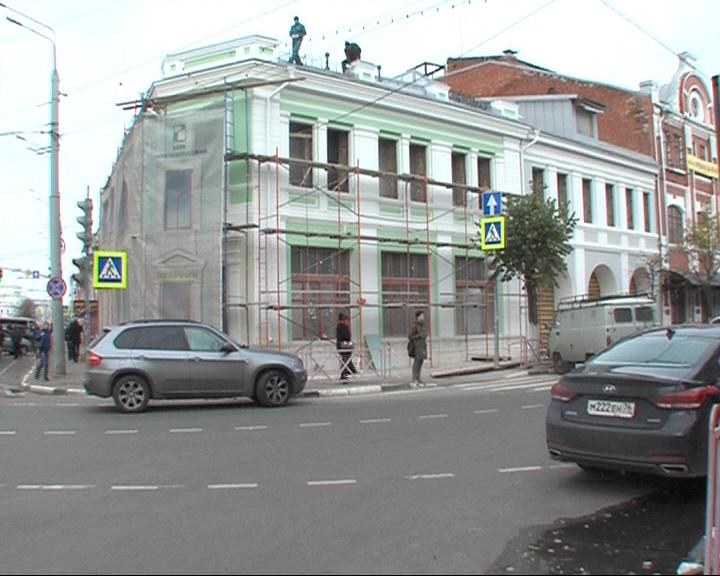 На стройке в центре Ярославля на рабочего упал поддон с керамогранитом