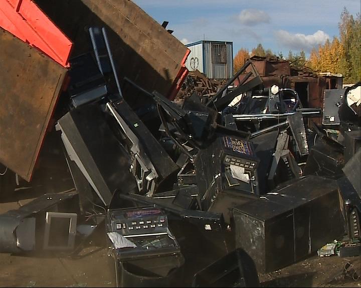 Полсотни незаконных игровых автоматов, изъятых полицией, пошли на металлолом