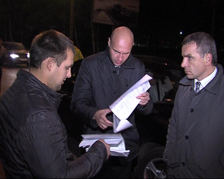 Депутаты муниципалитета в ходе ночного рейда выявили незаконные подключения к электросетям
