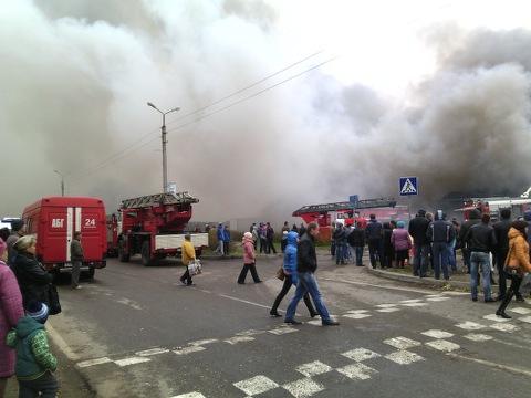 Из-за пожара в торговом центре Тутаева эвакуировали всех сотрудников