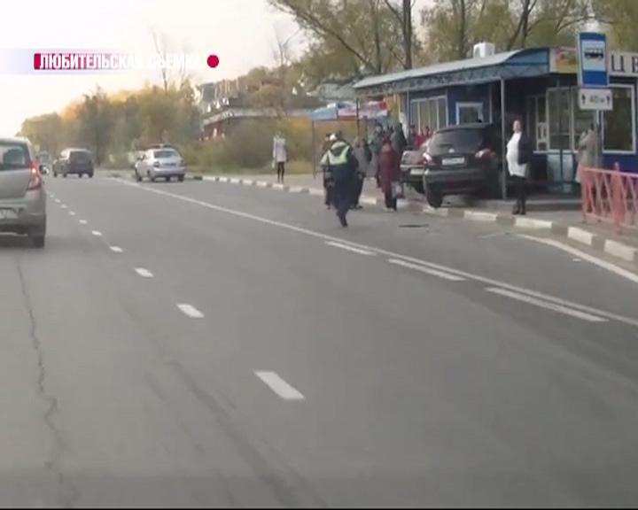 Во Фрунзенском районе две машины вылетели на остановку