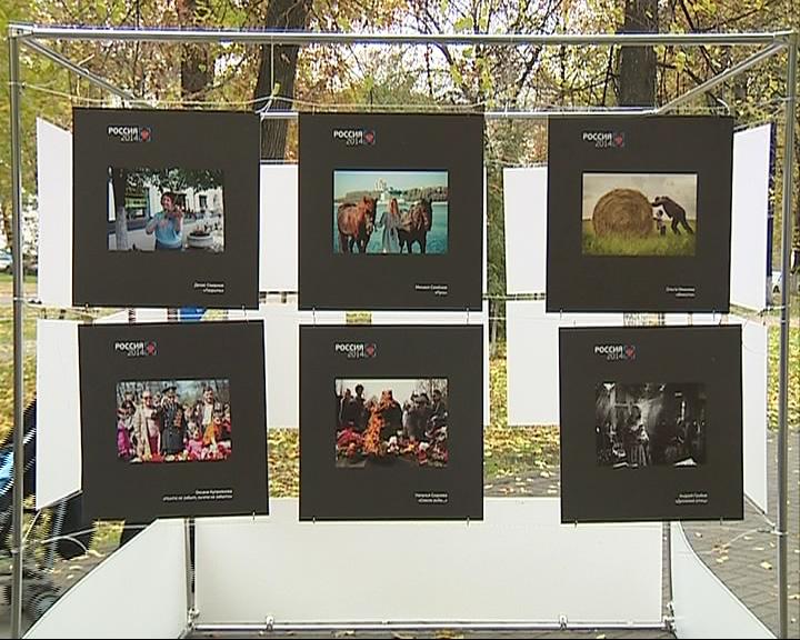 В Демидовском сквере открылась выставка под открытым небом