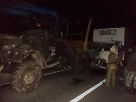 Два грузовика врезались друг в друга в Большесельском районе