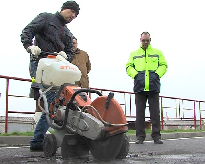 Качество асфальта на улице Сахарова проверят дорожные эксперты