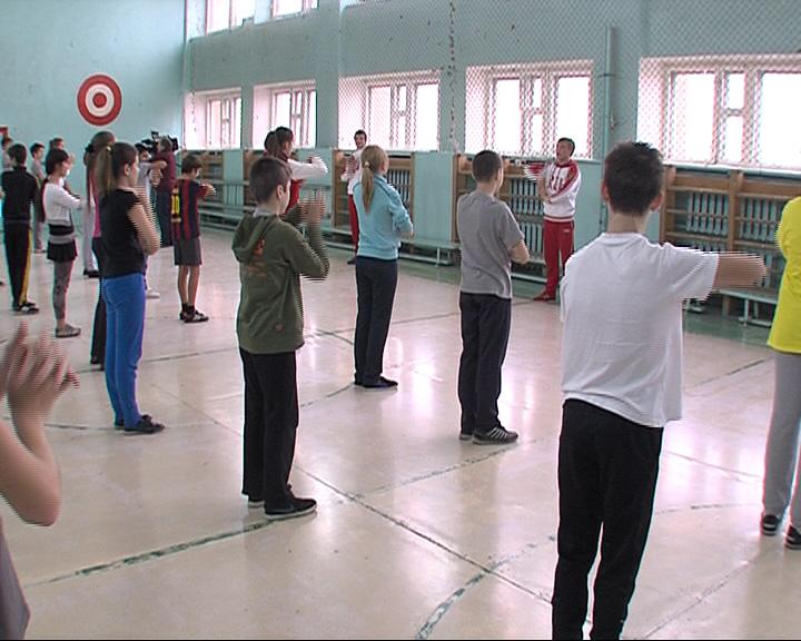Участники Олимпийских игр в Сочи провели для учеников школы № 21 зарядку