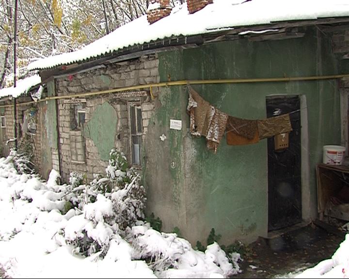 Жильцы дома в поселке Силикатный завод ждут расселения уже 40 лет