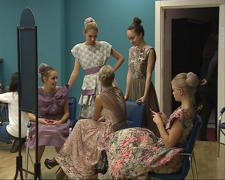 В концертно-зрелищный центр привезли коллекцию русских народных костюмов