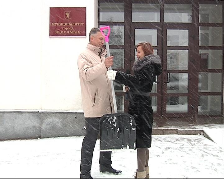 Корреспондент «Первого Ярославского» предложила депутатам муниципалитета взять лопату и помочь с уборкой снега