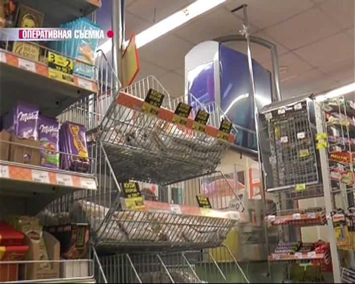 В Переславле мужчина в течение часа обворовывал продуктовый супермаркет
