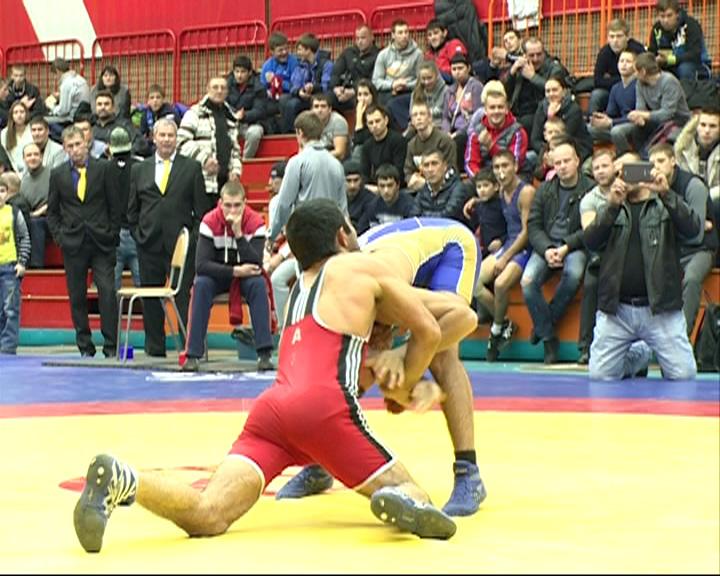 Ярославцы успешно выступили на турнире по греко-римской борьбе