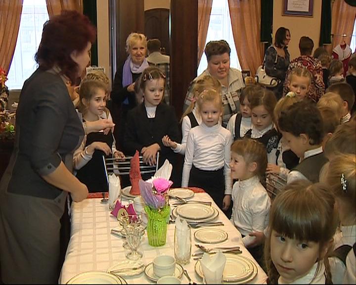 В Рыбинском кукольном театре прошел праздник вежливости и доброты