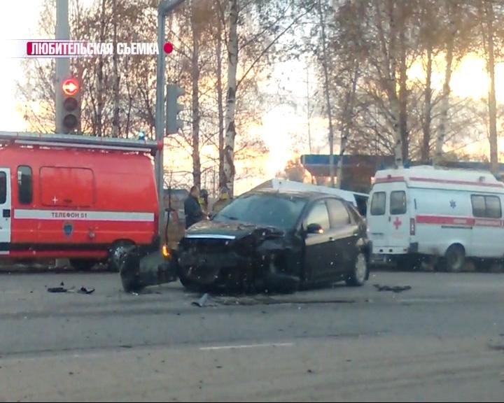 В Дзержинском районе столкнулись маршрутка и «Форд»